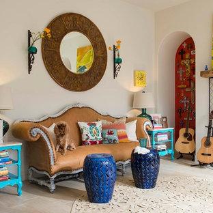 Ejemplo de salón con rincón musical bohemio con paredes blancas, chimenea lineal y marco de chimenea de baldosas y/o azulejos