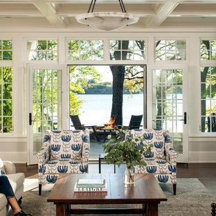 Foto de salón para visitas abierto, clásico, con paredes blancas, suelo de madera en tonos medios, chimenea tradicional, marco de chimenea de piedra y televisor colgado en la pared