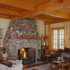 Traditional Living Room by Timberpeg