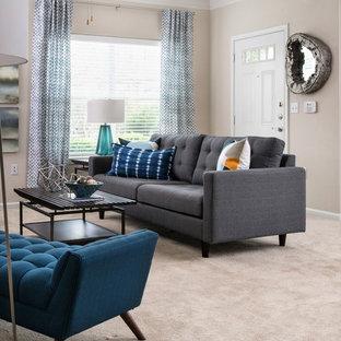Foto de salón abierto, minimalista, pequeño, con paredes beige, moqueta y suelo beige