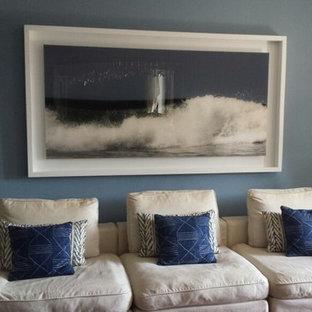 他の地域の小さい地中海スタイルのおしゃれなリビングロフト (フォーマル、青い壁、テレビなし) の写真