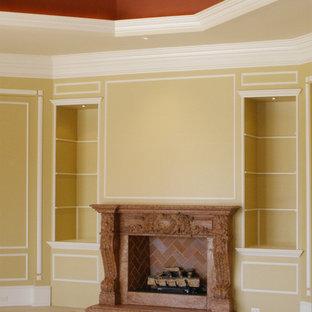 Foto di un soggiorno classico di medie dimensioni con sala formale, pareti bianche, pavimento in gres porcellanato, camino bifacciale e cornice del camino in pietra
