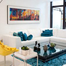 Contemporary Living Room by Verde & Naranja
