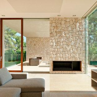 バレンシアの巨大なモダンスタイルのおしゃれなLDK (フォーマル、ベージュの壁、トラバーチンの床、標準型暖炉、石材の暖炉まわり、テレビなし) の写真