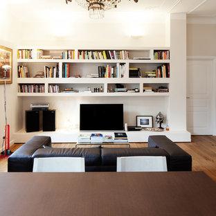 Attrayant Aménagement Du0027un Salon Avec Une Bibliothèque Ou Un Coin Lecture Moderne  Avec Un Mur