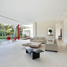Modern Living Room by Eva Hinds