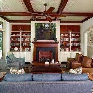 Foto de salón tradicional renovado con paredes blancas, suelo de madera en tonos medios, chimenea tradicional y suelo marrón