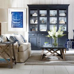 大きいカントリー風おしゃれな独立型リビング (フォーマル、ベージュの壁、塗装フローリング、暖炉なし、テレビなし、白い床) の写真