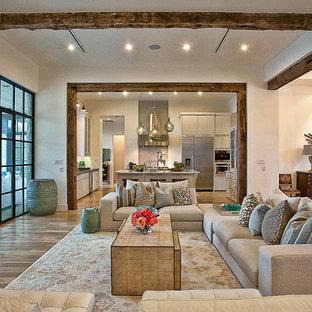 Пример оригинального дизайна: открытая гостиная комната в стиле современная классика с белыми стенами