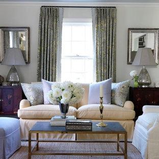 Esempio di un soggiorno boho chic con pareti verdi, moquette e camino classico