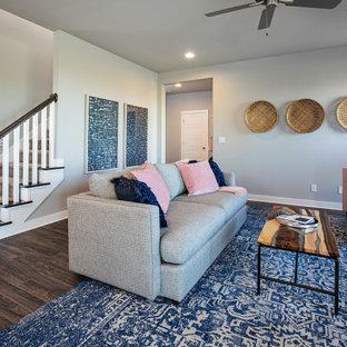 ルイビルの中くらいのトラディショナルスタイルのおしゃれなLDK (グレーの壁、無垢フローリング、標準型暖炉、塗装板張りの暖炉まわり、茶色い床) の写真