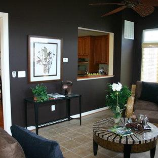 ボルチモアのコンテンポラリースタイルのおしゃれなリビング (茶色い壁) の写真