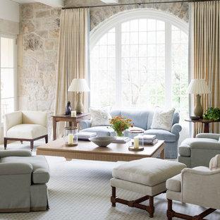 Foto de salón para visitas clásico con moqueta
