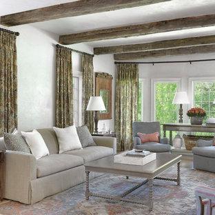 Idées déco pour un salon romantique avec une salle de réception, un mur gris et un sol en bois brun.