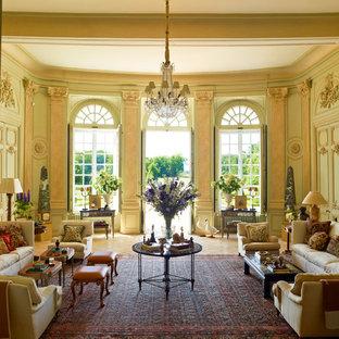 Immagine di un grande soggiorno chic chiuso con sala formale, pareti verdi, pavimento in terracotta, nessun camino e nessuna TV
