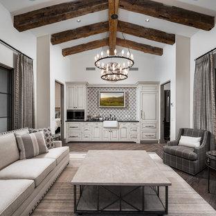 フェニックスの巨大なラスティックスタイルのおしゃれなLDK (フォーマル、マルチカラーの壁、濃色無垢フローリング、標準型暖炉、石材の暖炉まわり、壁掛け型テレビ、マルチカラーの床) の写真