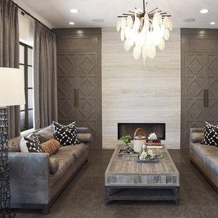 Réalisation d'un grand salon tradition ouvert avec un mur blanc, un sol en calcaire, une cheminée standard, un manteau de cheminée en pierre et un sol gris.
