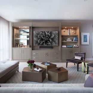 Geräumiges, Offenes Modernes Wohnzimmer mit Hausbar, rosa Wandfarbe, Teppichboden, grauem Boden und Wand-TV in New York