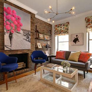 ニューヨークの中サイズのコンテンポラリースタイルのおしゃれなLDK (白い壁、標準型暖炉、レンガの暖炉まわり、淡色無垢フローリング、埋込式メディアウォール、ベージュの床) の写真