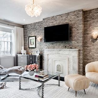 Imagen de salón para visitas contemporáneo con paredes multicolor, chimenea tradicional y televisor colgado en la pared