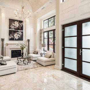 Immagine di un soggiorno chic aperto e di medie dimensioni con sala formale, pareti bianche, camino classico, pavimento beige, pavimento in marmo e nessuna TV