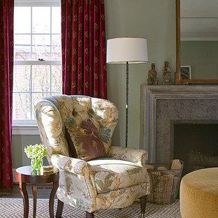 ワシントンD.C.の小さいトラディショナルスタイルのおしゃれな独立型リビング (緑の壁、テレビなし、標準型暖炉、石材の暖炉まわり、フォーマル) の写真