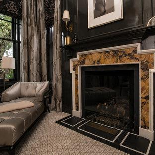 シカゴのトラディショナルスタイルのおしゃれなリビング (フォーマル、黒い壁、カーペット敷き、標準型暖炉、石材の暖炉まわり) の写真