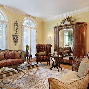 Imagen de salón para visitas tradicional con paredes amarillas e5b2375f6d11