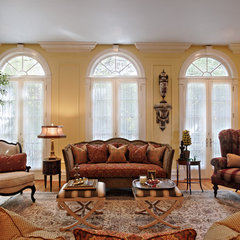 traditional living room by Van H. Robinson