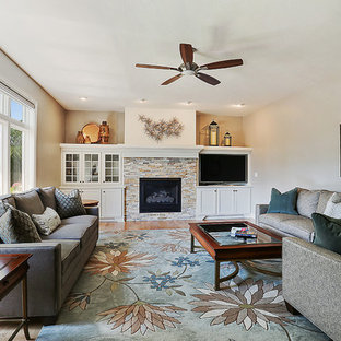 Exemple d'un salon chic fermé avec un mur beige, une cheminée standard, un manteau de cheminée en pierre, une salle de réception, un sol en bois brun, un téléviseur indépendant et un sol orange.