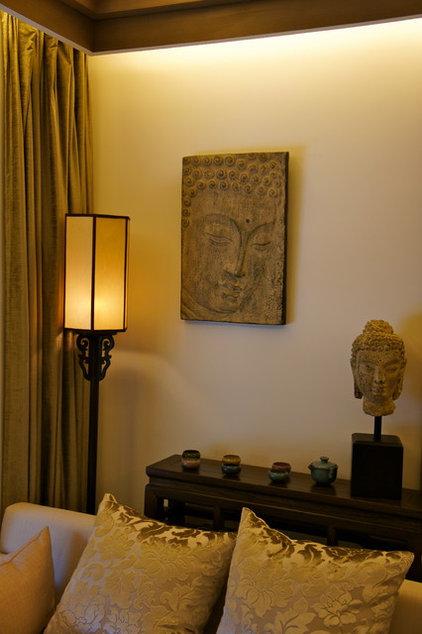 Asian Living Room by Artdecotek & a.d.t Pro