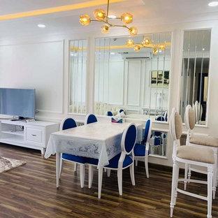 他の地域の中くらいのアジアンスタイルのおしゃれなLDK (フォーマル、白い壁、竹フローリング、横長型暖炉、レンガの暖炉まわり、壁掛け型テレビ、白い床) の写真
