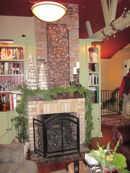 Traditional Living Room Christmas in Salem, Historic Salem Inc., House Tour