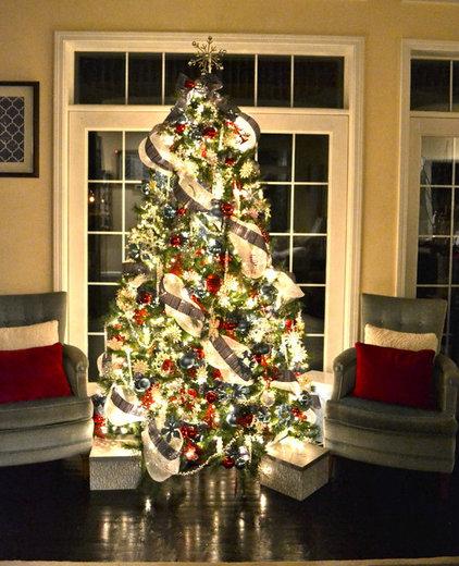 Contemporary Living Room Christmas Tree