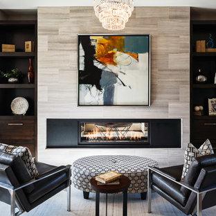 Idee per un grande soggiorno classico con pareti grigie, parquet chiaro e camino bifacciale