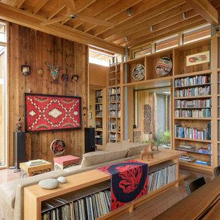 Idéer för ett mellanstort modernt allrum med öppen planlösning, med betonggolv, ett bibliotek, bruna väggar och brunt golv