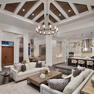 Modelo de salón abierto, clásico renovado, con paredes blancas y suelo de madera oscura