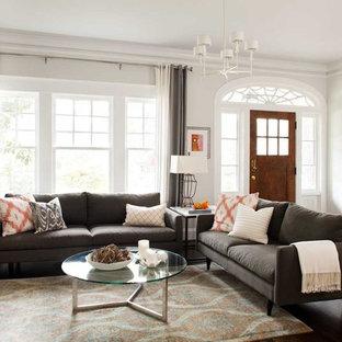 Mittelgroßes, Repräsentatives, Offenes Modernes Wohnzimmer mit grauer Wandfarbe und dunklem Holzboden in Atlanta