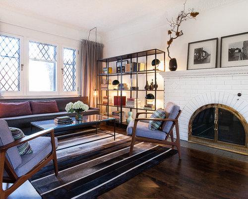 Salon mansardé ou avec mezzanine classique avec un manteau de ...