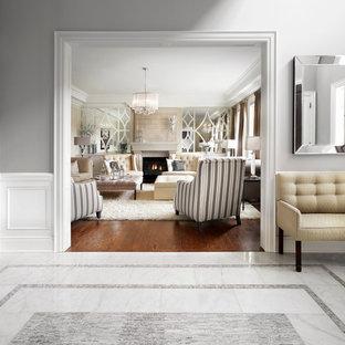 Immagine di un soggiorno tradizionale di medie dimensioni e chiuso con sala formale, pareti bianche, moquette, camino classico, cornice del camino piastrellata, nessuna TV e pavimento bianco