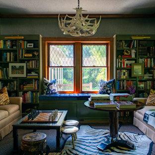 Idéer för att renovera ett mellanstort eklektiskt separat vardagsrum, med ett bibliotek och grå väggar
