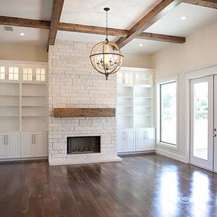 オースティンの大きいおしゃれなLDK (フォーマル、白い壁、コンクリートの床、標準型暖炉、石材の暖炉まわり、壁掛け型テレビ) の写真