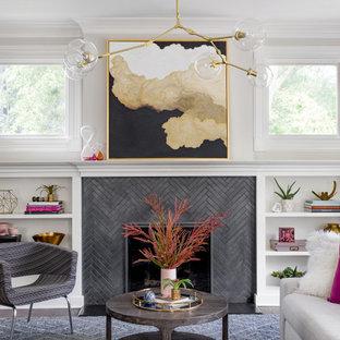 Diseño de salón tradicional renovado, de tamaño medio, sin televisor, con paredes grises, chimenea tradicional, marco de chimenea de baldosas y/o azulejos y suelo de madera oscura