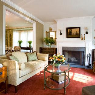 Стильный дизайн: большая парадная, изолированная гостиная комната в классическом стиле с бежевыми стенами, темным паркетным полом, стандартным камином и фасадом камина из дерева без ТВ - последний тренд