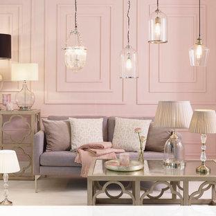 他の地域の大きいトラディショナルスタイルのおしゃれなリビング (ピンクの壁、カーペット敷き) の写真