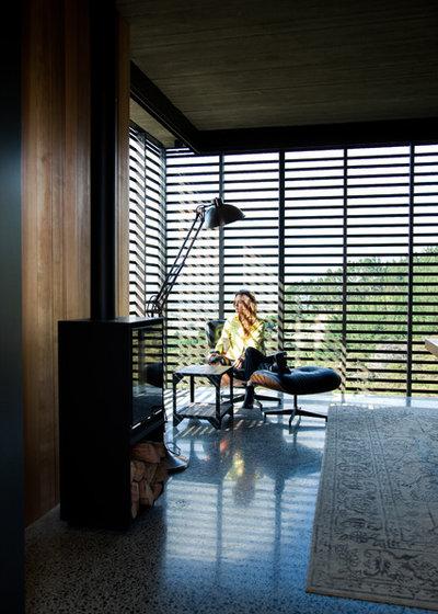 コンテンポラリー リビング by Herbst Architects
