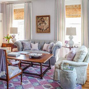 Immagine di un soggiorno eclettico di medie dimensioni e chiuso con sala formale, pareti viola, pavimento in legno massello medio, nessun camino e nessuna TV