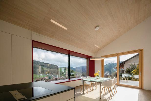 Moderno Salón by ÜberRaum Architects