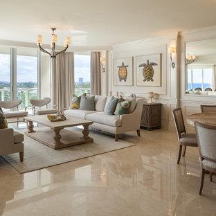 Ejemplo de salón abierto, costero, con paredes blancas, suelo de mármol y suelo beige