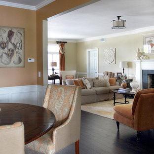 ジャクソンビルの中サイズのビーチスタイルのおしゃれなLDK (黄色い壁、濃色無垢フローリング、標準型暖炉、木材の暖炉まわり、茶色い床) の写真
